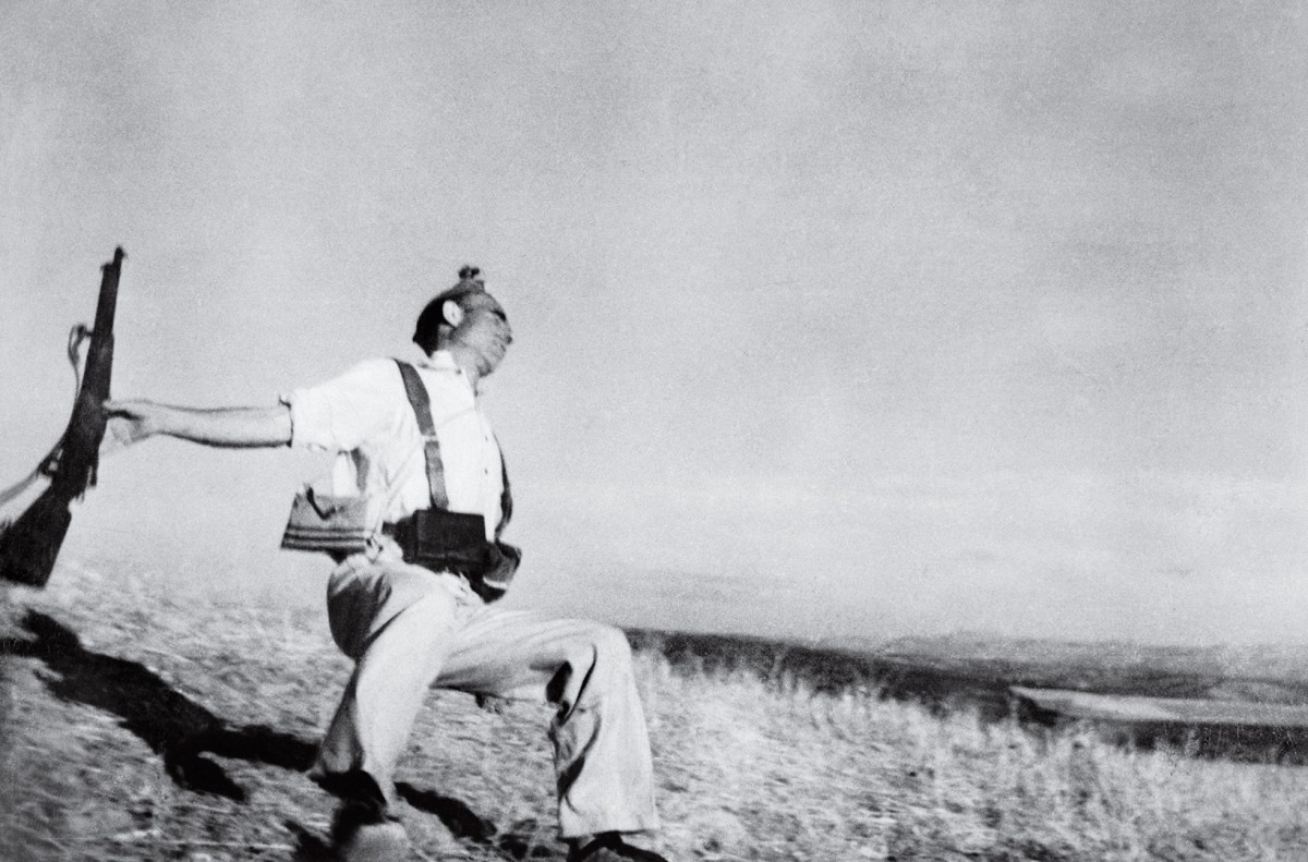 ROBERT CAPA | The Falling Soldier