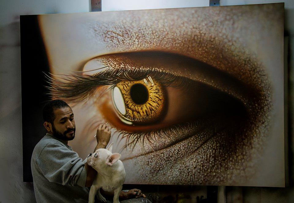artista KAMALKY LAUREANO pintando (óleo sobre tela)