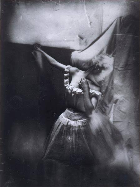 """""""Bailarina do corpo de dança"""", c. 1896 (Foto tirada por Degas para referência para desenhos e pinturas)"""